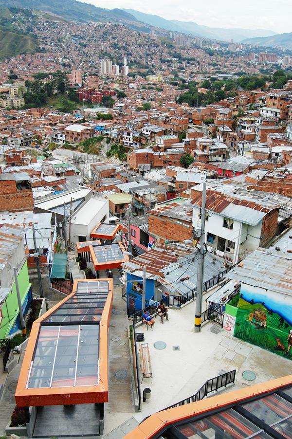 2-Comuna-13-after---with-escalator