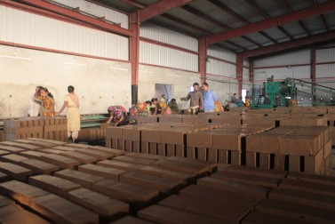 Automation at the new Rashid plant has reduced the workforce but the jobs are less physically demanding than often seen at Bangladesh kilns. (Sakib Iqbal/ Citiscope)