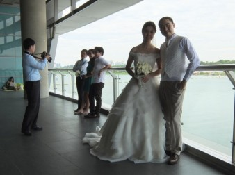Views from Marina Barrage make it a popular place for couples such as Sherri and Steve Young to have wedding photos taken. (Grace Chua)