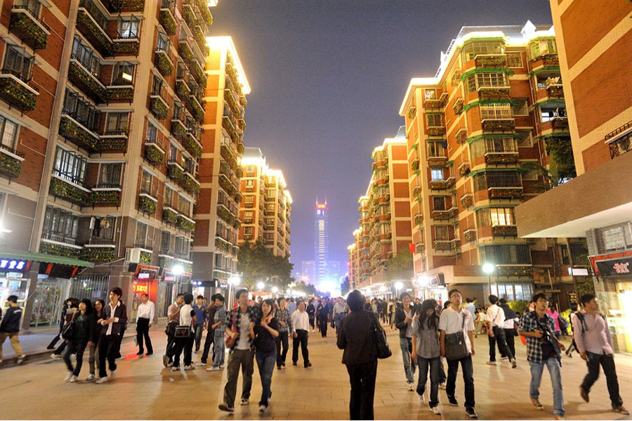 Pedestrian activity in mixed-use area in Liuyun Xiaoqu (Source: ITDP)