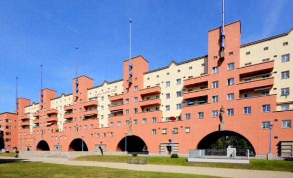 Karl Marx-Hof, built in the 1920s, is one of Vienna's most famous public housing complexes. The municipality owns more than a quarter of Vienna's housing stock. (Bwag/Wikimedia)